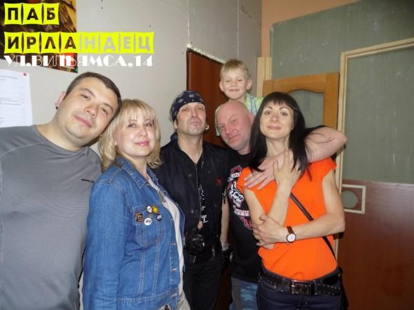 Беркут, Оксана и поклонники в рок-пабе Ирландец